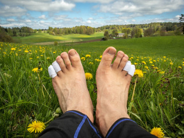 How to Toughen Your Feet for Hiking (Guide)