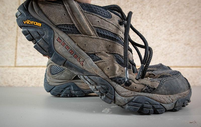 Bending merrell moab 2 vent hiking shoes